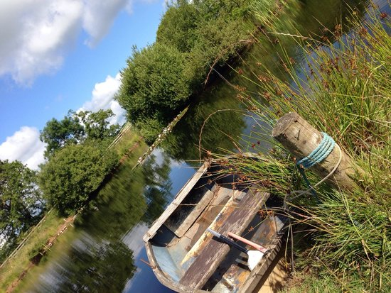 Spillers Farm : The boat we bravely got in after Merryck's persuasion!!