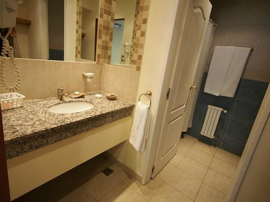 Hotel Lunajuim: Bathroom