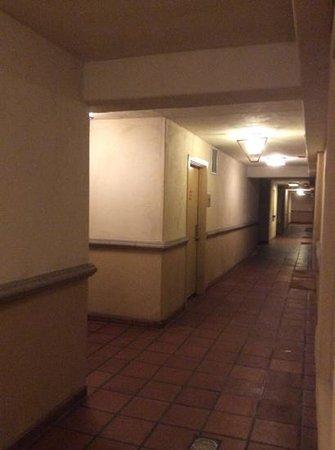 """Hilton San Diego Resort & Spa: Corredor dos quartos """"pé-na-areia"""""""