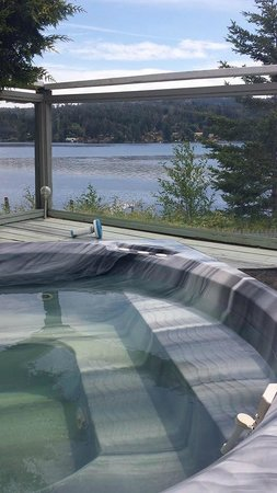 Ty Collwyn Waterfront Retreat: Briar Cottage deck view
