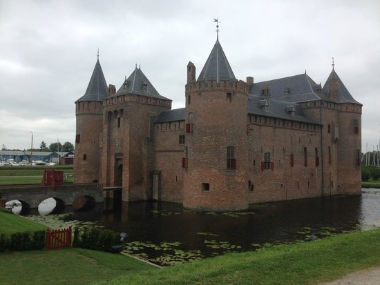 Muiderslot: View from outside