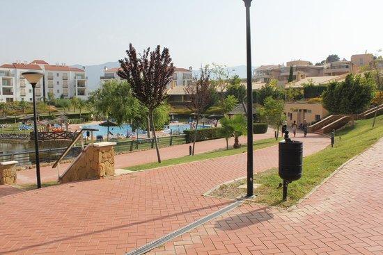 Sol Andalusi: jardines que hay que andar de la habitacion a la piscina