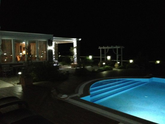 Miland Suites: night pool view 1