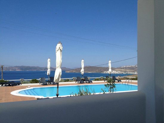 Miland Suites: Pool view in the morning 3