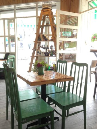 Windmills Cafe: the interior ...cottage feel