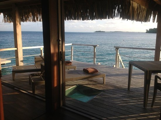 Conrad Bora Bora Nui : Left view from our 2nd bungalow
