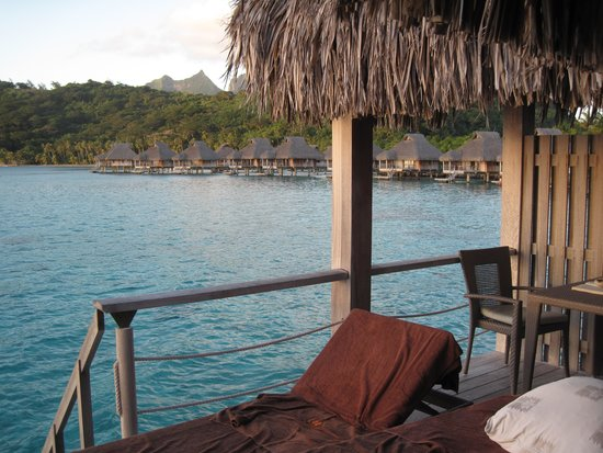 Conrad Bora Bora Nui : Right view from our 2nd bungalow