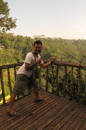 Bali Made Tour - Day Tours: Here's Ketut Singer, my reliable Balimade driver / tour guide during my solo trip to Bali.