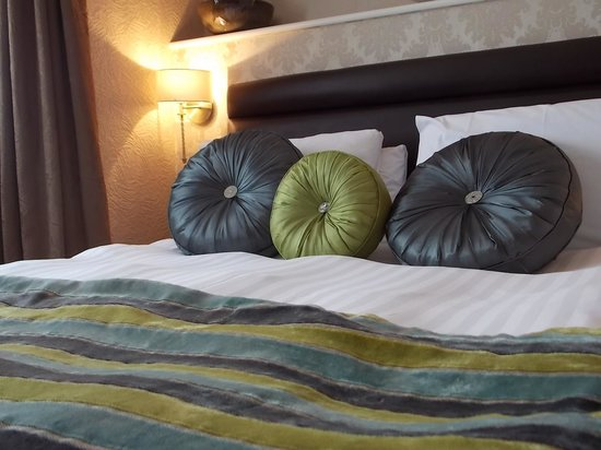 The Corona: King bed superior room