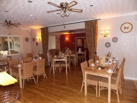 The Corona: Spacious dining room with extensive breakfast menu