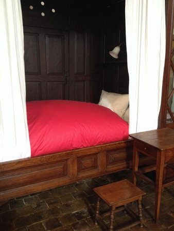 Tournus, France: One of the beds