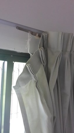 PK Mansion: poor curtain condition