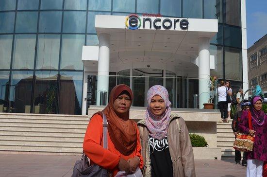 Ramada Encore Istanbul Bayrampasa: Depan Hotel Ramada