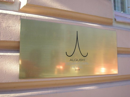 Alqush Downtown Hotel: szyld