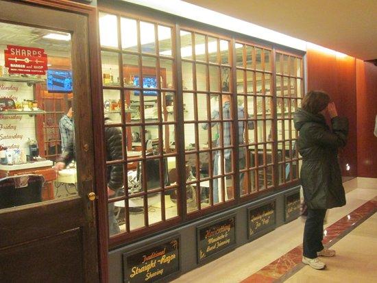 Parker New York : petit coiffeur en face des ascenseurs