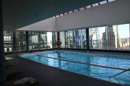 Piscine au dernier tage picture of le parker meridien for Piscine new york