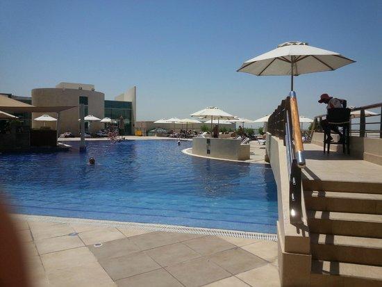 InterContinental Abu Dhabi: Piscina