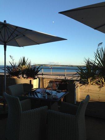 South Beach Bar & Grill: Watching the sunset at South Beach bar, beautiful!