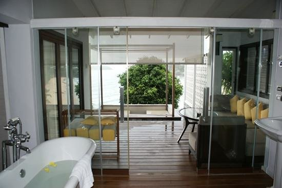 The Shore at Katathani : Veranda in room 8893 as seen from the bathroom