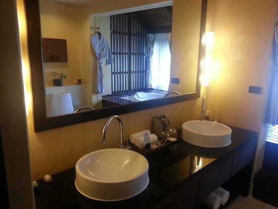 Buri Rasa Village Samui: Bathroom
