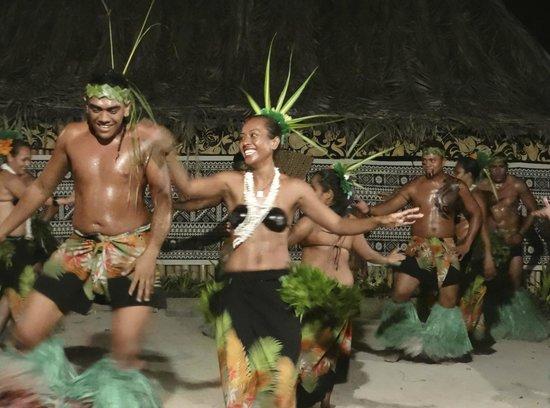 Robinson Crusoe Island Resort: Dancing
