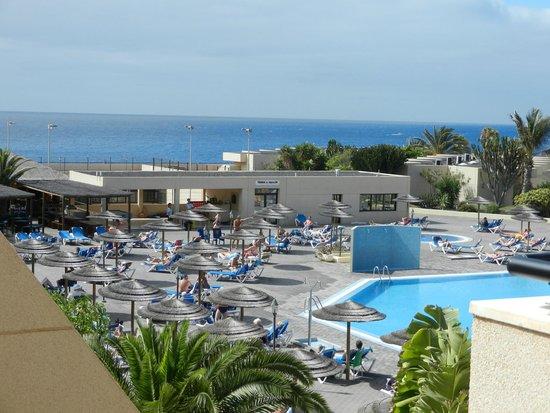 Hotel Coronas Playa: Sea view and lower pool