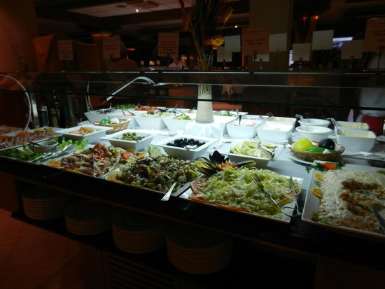 Hotel Coronas Playa: Just some of the cold buffet
