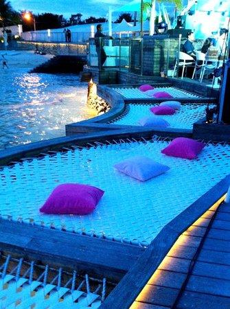 Movenpick Hotel Mactan Island Cebu: Ibiza Beach Club