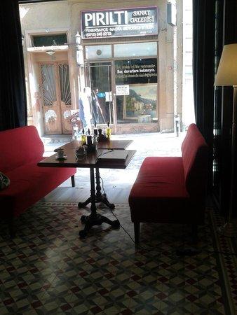 Corinne Hotel cafe-restaurant