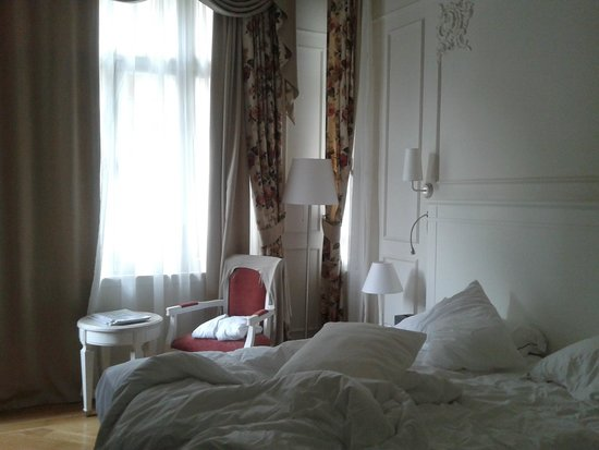 Corinne Hotel: The room!
