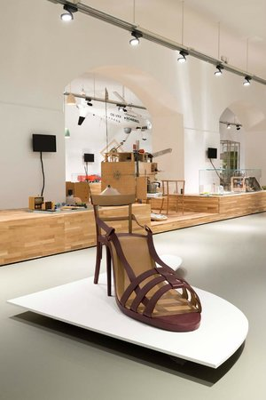 MAK - Austrian Museum of Applied Arts / Contemporary Art : MAK DESIGN LABOR, 2014, Birgit Jürgenssen, Schuhsessel, 1974