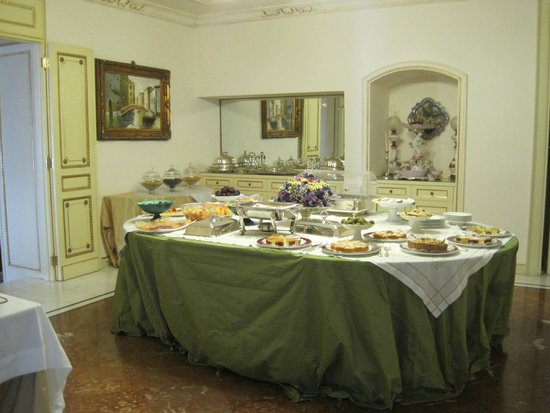 Relais Antica Badia: A small section of the breakfast area