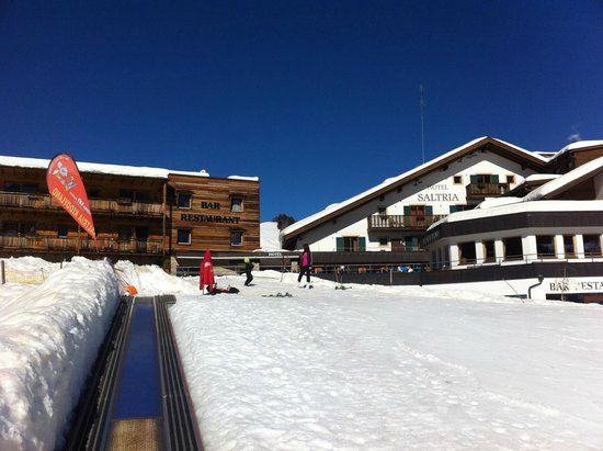 Hotel Saltria - true alpine living: Hotel and small ski slope