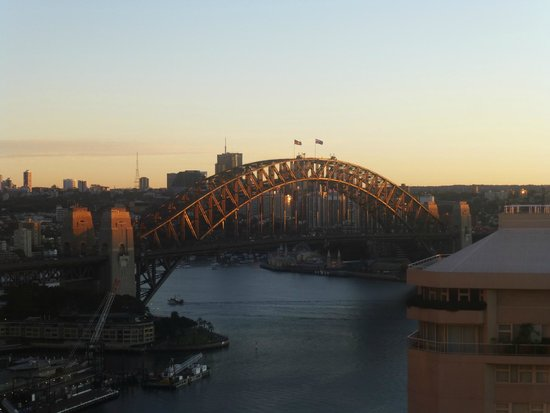 InterContinental Sydney: The dawn light illuminates the Harbour Bridge, seen from Room 3026.