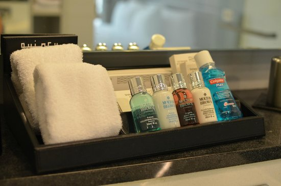 The Quincy Hotel by Far East Hospitality: Complimentary Molton Brown Toiletries etc
