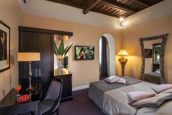 The Inn At The Spanish Steps: Deluxe annex