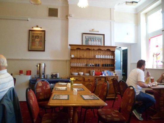 Tadross Hotel: Lovely dining room!!