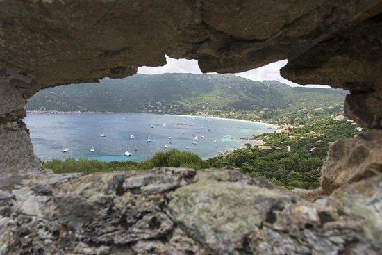 Hôtel Le Ressac : Vue sur la baie de Campomoro depuis la tour Gênoise