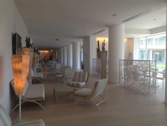 UNA Hotel Versilia : Inside lobby view