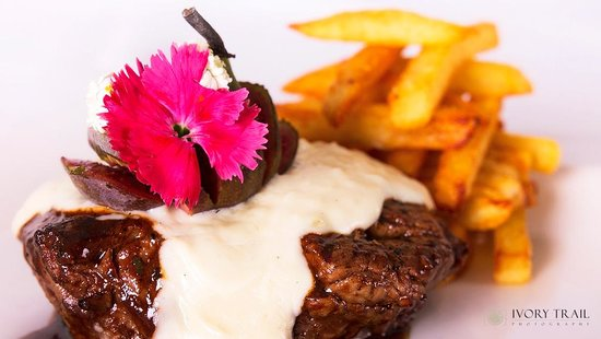 Bushveld Terrace Hotel & Guest House: Try one of our popular steaks