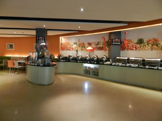 HARRIS Resort Kuta Beach: breakfast here everyday