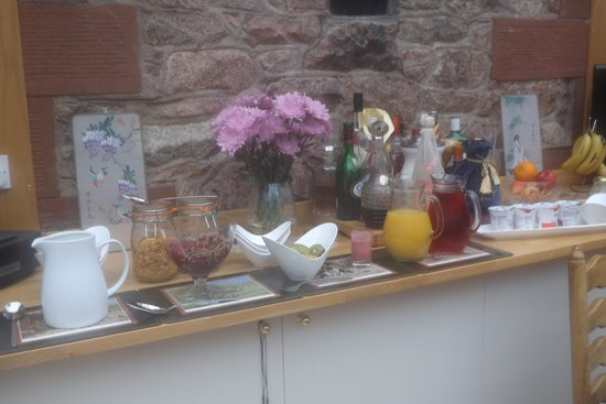 The Old School Bed and Breakfast and Betty's Cottage: Cereals, fruits, juices, yoghurts - everything