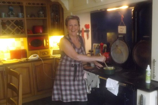 The Old School Bed and Breakfast and Betty's Cottage: Lesley takes a moment to pose in the kitchen ...