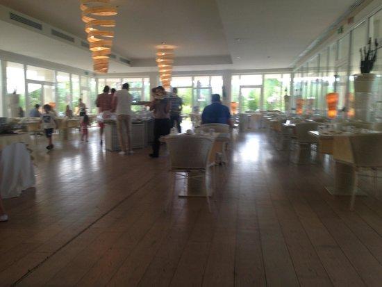 UNA Hotel Versilia : Breakfast area view