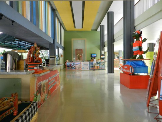 HARRIS Resort Kuta Beach: reception area