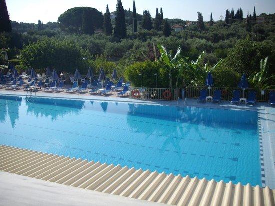 Koukounaria Aparthotel & Suites: view from balcony to pool area
