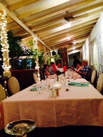Island Inn Hotel: Dinner
