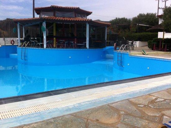 Hotel Mikro Village: Empty Pool
