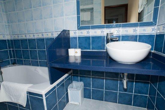 Apartamentos Poniente Playa: Cuarto de baño