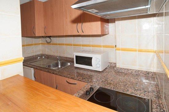 Apartamentos Poniente Playa: Cocina